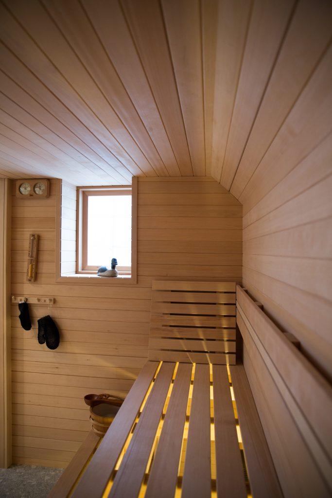 Hemlock-curved-ceiling